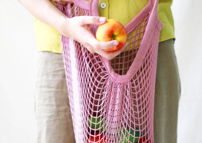 net-bag-lady-with-fruits-and-veggies-zero-waste-saigon
